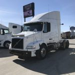 2007 VOLVO VNM64T630 CONVENTIONAL TRUCK WITH SLEEPER (37045-1)