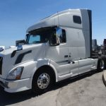 2014 Volvo VNL64T670 CONVENTIONAL TRUCK WITH SLEEPER (3715S)