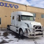 2013 VOLVO VNL64T730 CONVENTIONAL TRUCK WITH SLEEPER (3726)