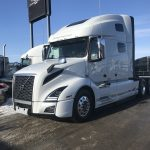 2018 VOLVO VNL64T760 CONVENTIONAL TRUCK WITH SLEEPER (38166)