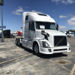 2015 VOLVO VNL64T670 CONVENTIONAL TRUCK WITH SLEEPER (15009L)