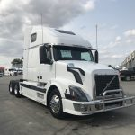 2006 VOLVO VNL64T670 CONVENTIONAL TRUCK WITH SLEEPER (3802-1)