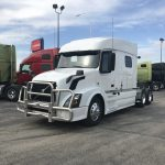 2015 VOLVO VNL64T730 CONVENTIONAL TRUCK WITH SLEEPER (15014L)