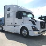 2015 VOLVO VNL64T780 CONVENTIONAL TRUCK WITH SLEEPER (15016L)