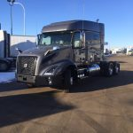 39237 VOLVO VNX64T740 CONVENTIONAL TRUCK WITH SLEEPER (39237)