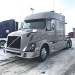 2015 VOLVO VNL64T730 CONVENTIONAL TRUCK WITH SLEEPER (39135-1)