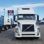 2015 VOLVO VNL64T670 CONVENTIONAL TRUCK WITH SLEEPER (15010L)