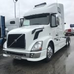2015 VOLVO VNL64T670 CONVENTIONAL TRUCK WITH SLEEPER (15002L-1)